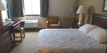 nisswa-inn-suites-handicap-queen-room-2